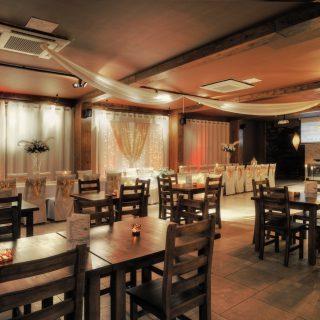 Wyposażenie restauracji Four Winds Bar w Krynicy Morskiej.